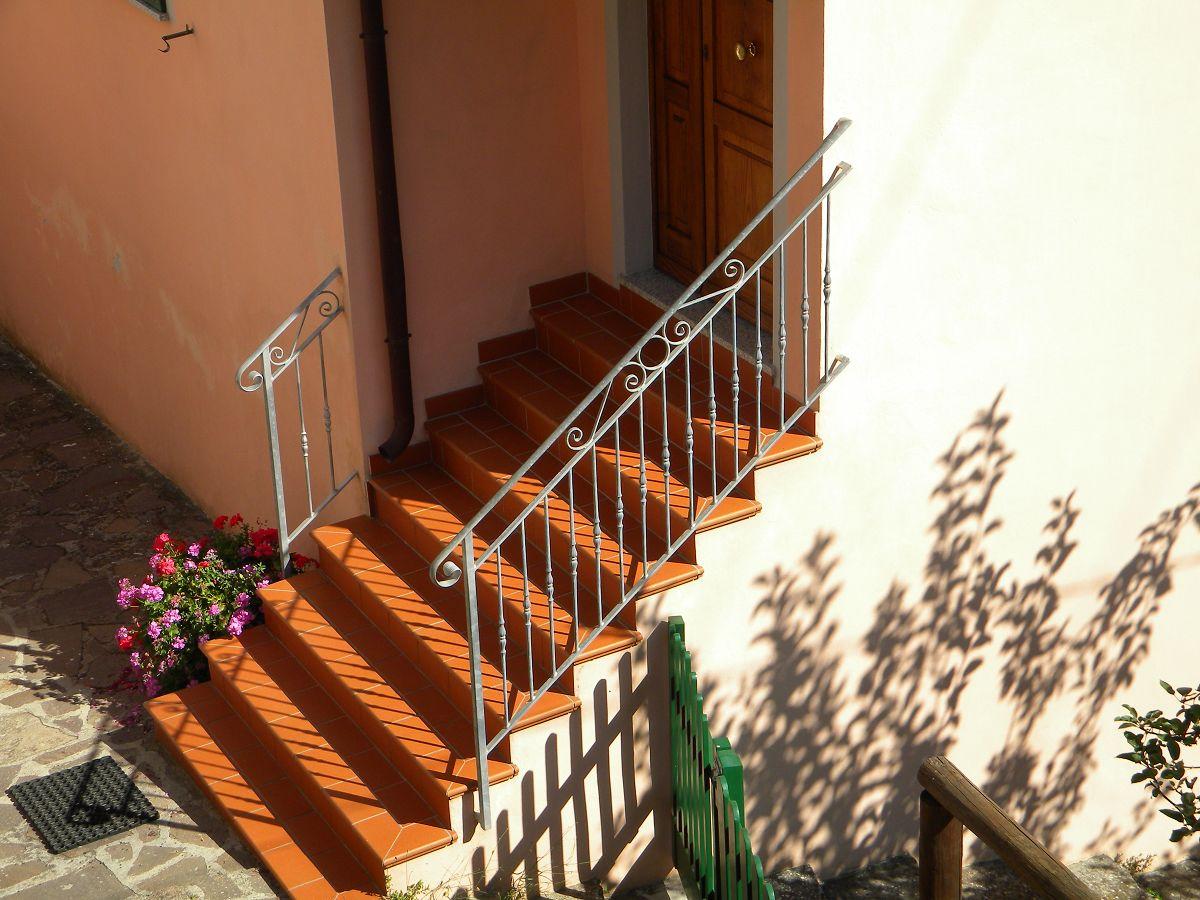 C m genova produzione ringhiere interni esterni ferro battuto balconi parapetti scale zincate - Ringhiere scale esterne ...