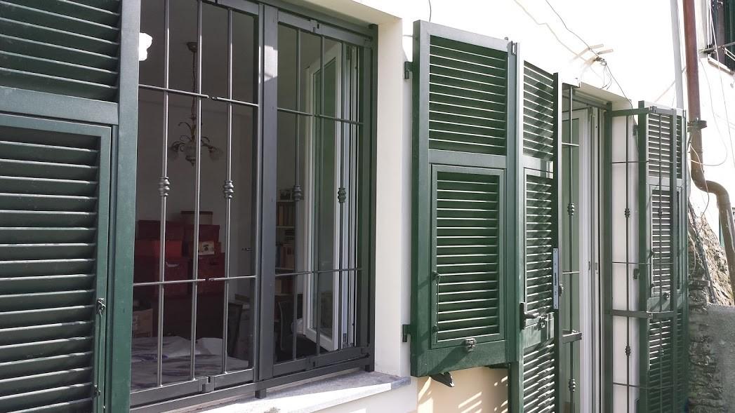 C m genova grate sicurezza genova cancelletti antintrusione inferriate apribili finestre - Grate x finestre ...